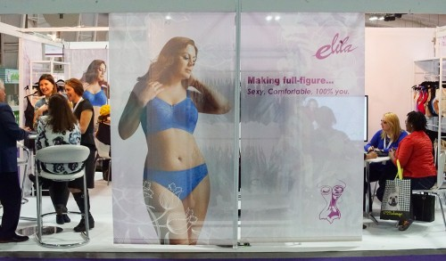 Elila Banner at Curve